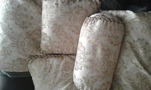 Comforter set for sale.