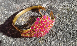 Tested 18K gold, with 75 Rubies bracelet