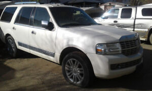 2007 White Lincoln Navigator For SALE !