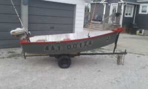 10 foot Aluminum fishing boat wi trailer and boat motor $950