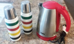 Bella Electric kettle & Two BRAND NEW Hudson Bay Thermos