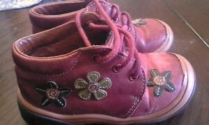 girl Bopy shoes size 22 (6-6.5 US size)