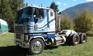REDUCED .......1980 FORD CL9000 Cabover COE semi truck tractor .