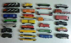Vintage HO scale trains with extras