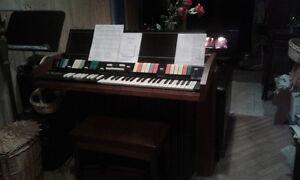 Bel orgue de marque Hammond