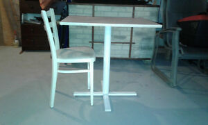 1 smal table, 1 wooden chair