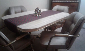 Sold!!!!Kitchen Table & 4 Chairs Comox / Courtenay / Cumberland Comox Valley Area image 1
