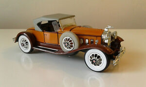 1930 Packard convertible with top up; in 1/32 scale