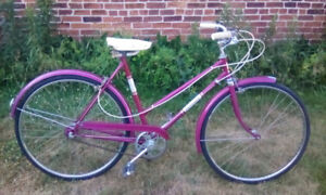VINTAGE EARLY 70S UNIVERSAL 3 SPEED BICYCLE IN PINK!!!!!