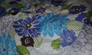 Twin comforter with pillow sham