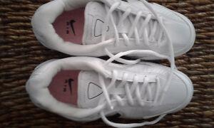 Brand New Ladies Nike Running Shoes Size 6.5 London Ontario image 3