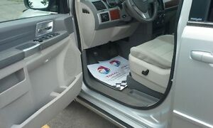 LIKE NEW VER LOW KILOMETERS **97000** CHRYSLER TOWN & COUNTRY