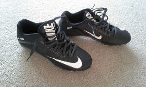 BRAND NEW NIKE CLEATS - Size 10