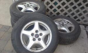 4  mags  5 trous  5x100, les pneus tres bons inclus