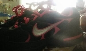 Girls Nike, Brand New Never Warn Size 1Y