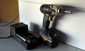 RONA 14 V DRILL/ DRIVER WITH BATTERY AND BATTERY CHARGER
