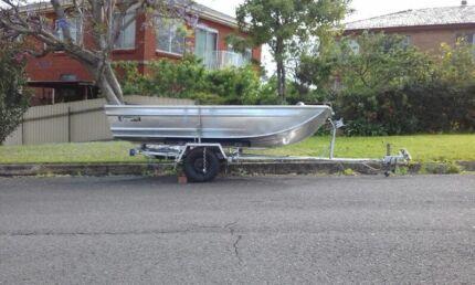 Boat Tinny 3.3 metre 5 hp tohatsu outboard motor