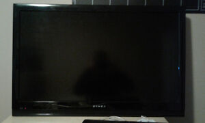 32 inch dynex - great condition