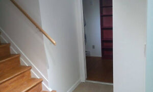 Available ROOMS  FOR RENT located Between southgate  &  U of A Edmonton Edmonton Area image 7