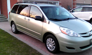 2007 TOYOTA SIENNA LE,138 MILES, NOT KM,
