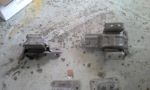 PAIR OF ENGINE MOUNTS for 2005 FORD E450 & E350 Peterborough Peterborough Area image 4
