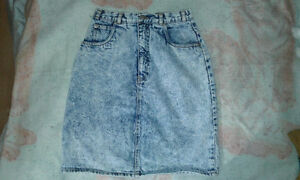 Ladies Denim Skirt.