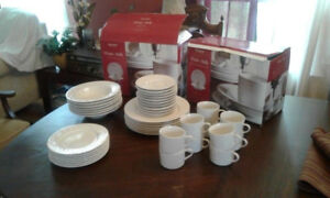 2 set of 16 pieces) ..7 dinner plates, 7 side plates, 7 bowls