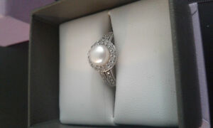 Beautiful pearl ring.