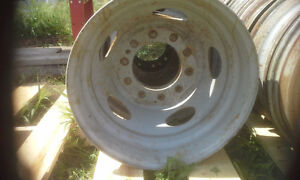 BUILD UR OWN BENCH GRINDER STAND USING THIS TRUCK RIM AS BASE Peterborough Peterborough Area image 2