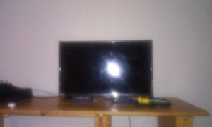 """32"""" DLED HD TV/DVD Combo"""