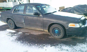 2004 Ford Crown Victoria p71 Sedan ex police with limited slip Kawartha Lakes Peterborough Area image 1
