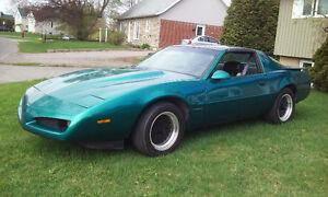 FIREBIRD FORMULA 1992 V-8 AUTOMATIQUE $3950.00