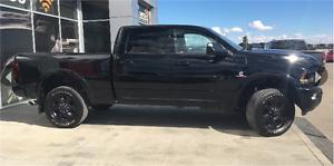 2015 RAM 3500 LARAMIE CREW CAB DIESEL BLACK APPERANCE LOW KMS !!