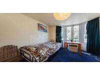 NEW!!! 3 Bed Flat With Garden next to Bounds Green Station !!!
