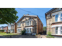GREAT VALUE 3 Bed Flat with shared garden, next to Bounds Green Station !!!
