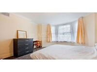 Great Value!! 3 Bed Flat next to Finsbury Park !!!
