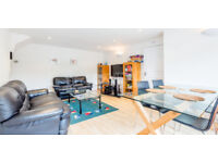 *--STUNNING 3 BEDROOM MAISONETTE SECOND FROM EAST FINCHLEY--*