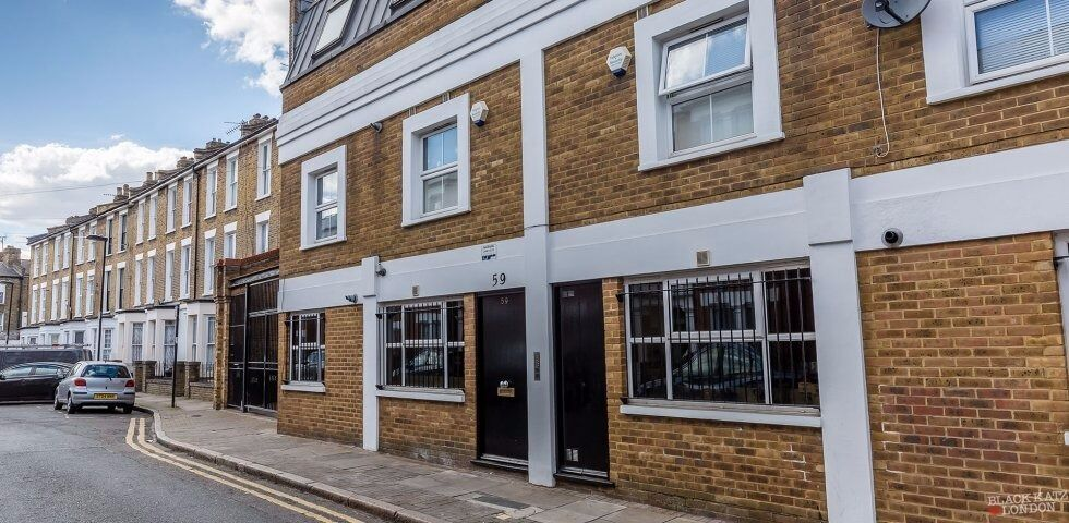 Lovely modern 2 bed with living room next to Archway Tube Station N19