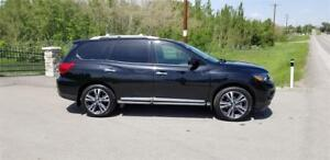 2017 Nissan Pathfinder Platinum AWD Top Of The Line!GST Included