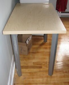 Table IKEA - bureau / desk or table