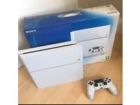 PlayStation 4 White +3 games