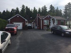 MAISON AVEC REVENU LATERRIERE GARAGE 2 PORTES Saguenay Saguenay-Lac-Saint-Jean image 3