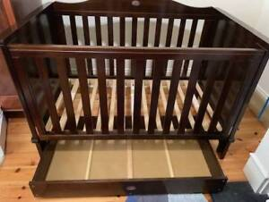 Boori Cot and Chest of Drawers Change table bundle
