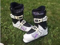 Ladies Skis and Salomon Boots 25.0 **£35**