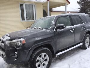 2016 Toyota 4Runner sr5 clean 1 owner