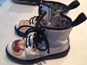 Dr Martens Juniors Boots Size 2 US (1 UK)