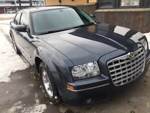 2008 Chrysler 300 Touring Luxury Sedan..