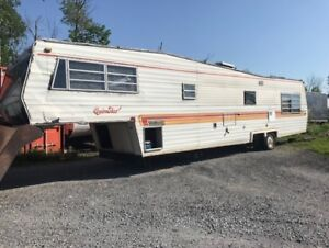 35' QuinStar Coachmen 5th Wheel