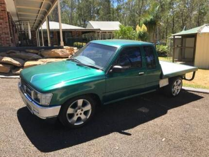 Toyota Hilux 1 Tonne Table Top V8
