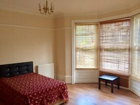 THREE LARGE Rooms Available FROM £75PW for rent close to Lloyds Banking Group and Hospital FREE WIFI